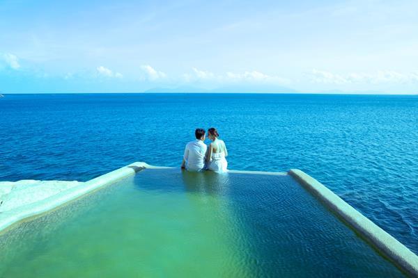 Ảnh cưới đẹp, tự nhiên, lãng mạn với gam màu xanh mát lành với cảnh biển Nha Trang (13) tại Cưới hỏi trọn gói 365