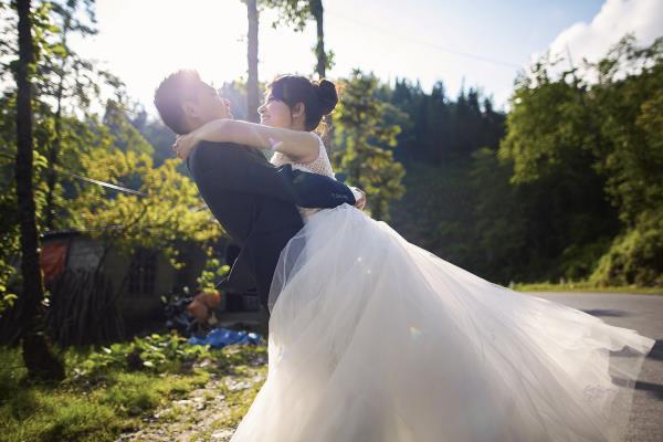 Ảnh cưới đẹp tươi trong phim trường và cảnh tự nhiên với cô dâu chú rể xứng lứa vừa đôi (03) tại Cưới hỏi trọn gói 365