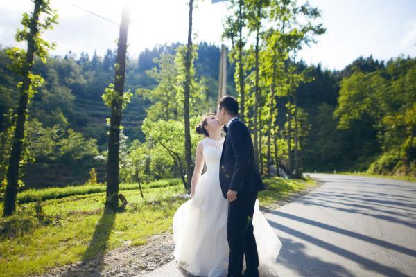 Ảnh cưới đẹp tươi trong phim trường và cảnh tự nhiên với cô dâu chú rể xứng lứa vừa đôi (04) tại Cưới hỏi trọn gói 365