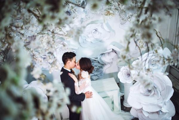 Ảnh cưới đẹp tươi trong phim trường và cảnh tự nhiên với cô dâu chú rể xứng lứa vừa đôi (12) tại Cưới hỏi trọn gói 365