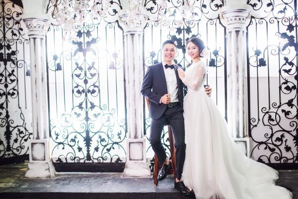 Ảnh cưới đẹp tươi trong phim trường và cảnh tự nhiên với cô dâu chú rể xứng lứa vừa đôi (13) tại Cưới hỏi trọn gói 365