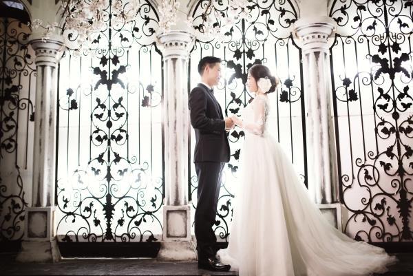 Ảnh cưới đẹp tươi trong phim trường và cảnh tự nhiên với cô dâu chú rể xứng lứa vừa đôi (14) tại Cưới hỏi trọn gói 365