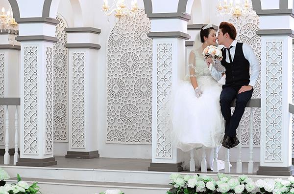Ảnh cưới tại phim trường miền tây tuyệt đẹp với hoa ngập tràn (04) tại Cưới hỏi trọn gói 365