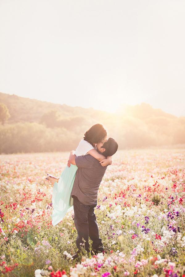 Ảnh cưới trên đồng cỏ hoa cải vàng ngập tràn (09) tại Cưới hỏi trọn gói 365
