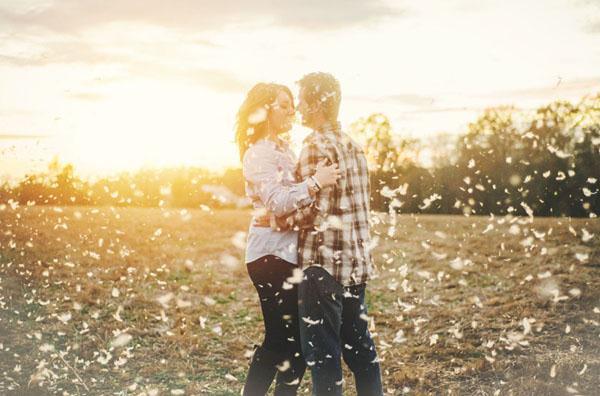 Ảnh cưới trên đồng cỏ hoa cải vàng ngập tràn (10) tại Cưới hỏi trọn gói 365