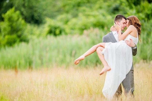 Ảnh cưới trên đồng cỏ hoa cải vàng ngập tràn (12) tại Cưới hỏi trọn gói 365