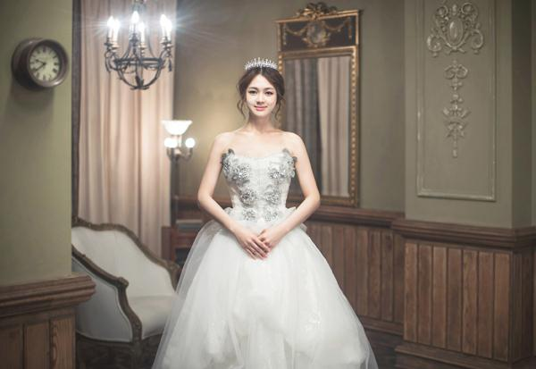 Ảnh cưới trong nhà phong cách công chúa (08) tại Cưới hỏi trọn gói 365