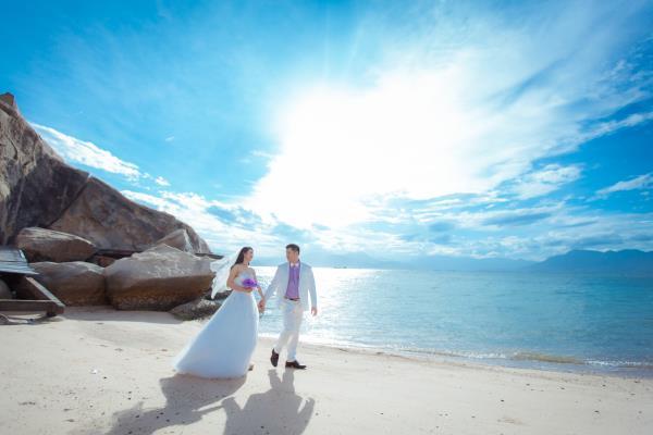 Cô dâu đẹp như thiên thần khi chọn gam màu tím và xanh biển ngọt lịm bên nụ cười hạnh phúc (04) tại Cưới hỏi trọn gói 365