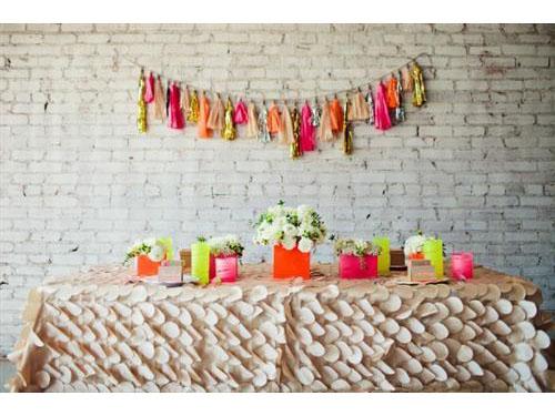 Trang trí bàn tiệc đám cưới cực nổi bật với màu neon : Tin cưới hỏi trọn gói 365 của công ty shop dịch vụ trang trí nhà tiệc ngày đám cưới lễ gia tiên ăn hỏi