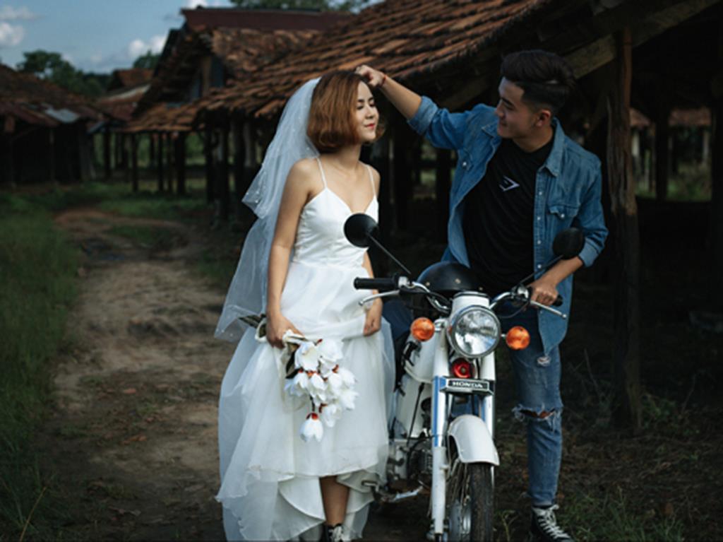Hình ảnh đẹp Ảnh cưới trong lò gạch cũ của cặp đôi