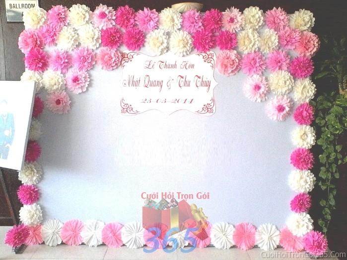 Backdrop hoa đám cưới tông màu hồng đa sắc tươi đẹp kết từ những bông hoa giấy vải mẫu hoaBDNH43 : Mẫu cưới hỏi trọn gói 365 của công ty dịch vụ trang trí nhà tiệc cưới hỏi đẹp rẻ uy tín ở tại quận Tân Phú Sài Gòn TPHCM Gò Vấp
