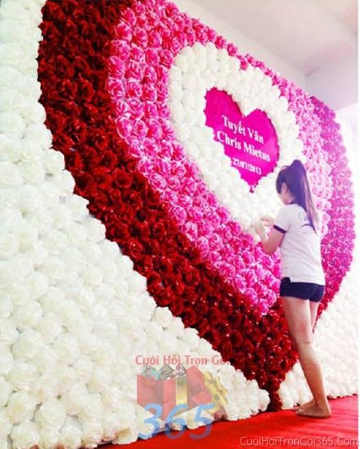 Backdrop hoa đám cưới tông màu hồng đỏ đa sắc kết thành nhiều trái tim đồng tâm lãng mạn, ấn tBDNH44 : Mẫu cưới hỏi trọn gói 365 của công ty dịch vụ trang trí nhà tiệc cưới hỏi đẹp rẻ uy tín ở tại quận Tân Phú Sài Gòn TPHCM Gò Vấp