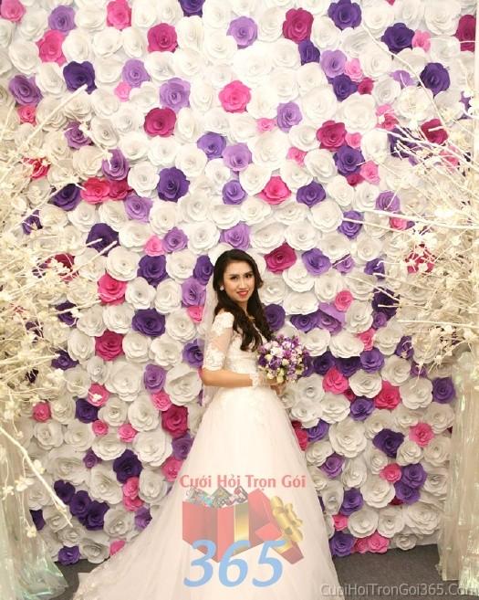 Backdrop hoa đám cưới tông màu tím hồng đa sắc phong cách lãng mạn, hoành tráng được kết từ những bông hoa giấy phủ đầyBDNH48 : Mẫu cưới hỏi trọn gói 365 của công ty dịch vụ trang trí nhà tiệc cưới hỏi đẹp rẻ uy tín ở tại quận Tân Phú Sài Gòn TPHCM Gò Vấp