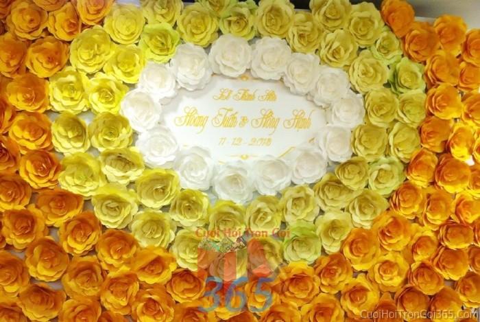 Backdrop hoa đám cưới tông màu vàng đa sắc ngọt ngào, tươi tắn từ những bông hoa giấy phủ đầyBDNH54 : Mẫu cưới hỏi trọn gói 365 của công ty dịch vụ trang trí nhà tiệc cưới hỏi đẹp rẻ uy tín ở tại quận Tân Phú Sài Gòn TPHCM Gò Vấp