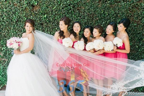 Cho thuê áo dài bưng quả, đồng phục phụ dâu tông màu hồng cho ngày lễ ăn hỏi, đám cưới DP02 : Mẫu cưới hỏi trọn gói 365 của công ty dịch vụ trang trí nhà tiệc cưới hỏi đẹp rẻ uy tín ở tại quận Tân Phú Sài Gòn TPHCM Gò Vấp