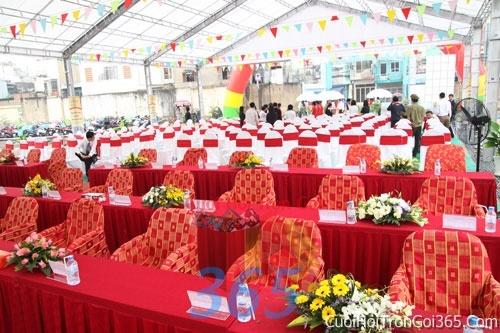Cho thuê bàn ghế dựa cao cấp màu trắng đỏ trang trí lễ cưới, đãi tiệc cưới ăn hỏi BG08 : Mẫu cưới hỏi trọn gói 365 của công ty dịch vụ trang trí nhà tiệc cưới hỏi đẹp rẻ uy tín ở tại quận Tân Phú Sài Gòn TPHCM Gò Vấp