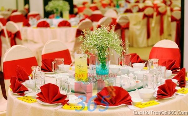 Cho thuê bàn ghế dựa cao cấp màu trắng đỏ trang trí lễ cưới, đãi tiệc cưới ăn hỏi BG09 : Mẫu cưới hỏi trọn gói 365 của công ty dịch vụ trang trí nhà tiệc cưới hỏi đẹp rẻ uy tín ở tại quận Tân Phú Sài Gòn TPHCM Gò Vấp