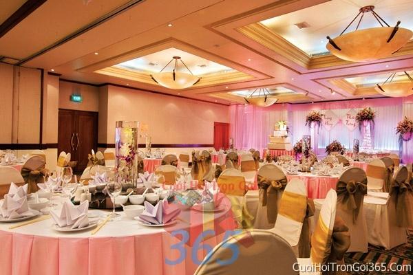 Cho thuê bàn ghế dựa cao cấp màu vàng đồng trang trí lễ cưới, đãi tiệc cưới ăn hỏi BG14 : Mẫu cưới hỏi trọn gói 365 của công ty dịch vụ trang trí nhà tiệc cưới hỏi đẹp rẻ uy tín ở tại quận Tân Phú Sài Gòn TPHCM Gò Vấp