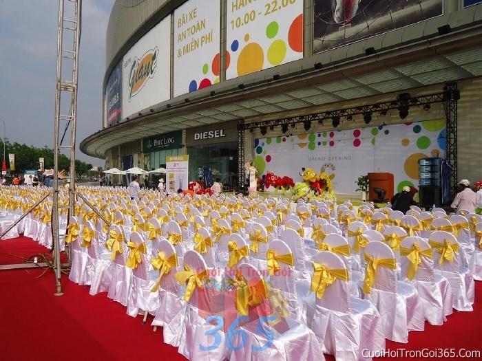 Cho thuê bàn ghế dựa cao cấp màu vàng trang trí lễ cưới, đãi tiệc cưới ăn hỏi BG12 : Mẫu cưới hỏi trọn gói 365 của công ty dịch vụ trang trí nhà tiệc cưới hỏi đẹp rẻ uy tín ở tại quận Tân Phú Sài Gòn TPHCM Gò Vấp
