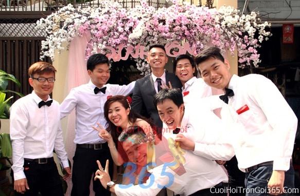 Cho thuê đội ngũ nhân viên nam nữ bưng mâm quả màu trắng ngày đám cưới, lễ ăn hỏi BQNA02 : Mẫu cưới hỏi trọn gói 365 của công ty dịch vụ trang trí nhà tiệc cưới hỏi đẹp rẻ uy tín ở tại quận Tân Phú Sài Gòn TPHCM Gò Vấp