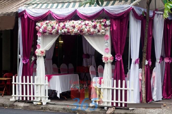 Cho thuê nhà tiệc, rạp đón khách tông tím mẫu kết voan hiện đại cho ngày cướiRC10 : Mẫu cưới hỏi trọn gói 365 của công ty dịch vụ trang trí nhà tiệc cưới hỏi đẹp rẻ uy tín ở tại quận Tân Phú Sài Gòn TPHCM Gò Vấp