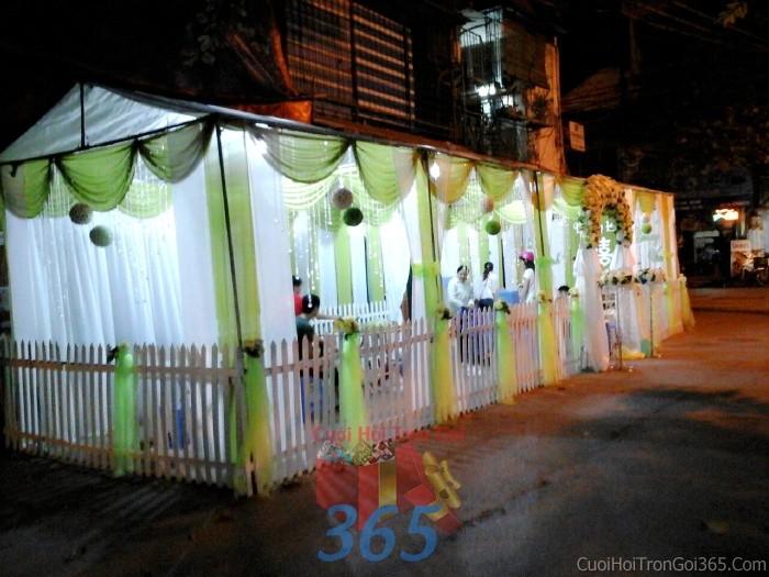 Cho thuê nhà tiệc, rạp đón khách tông xanh lá mẫu voan, pha lê, hàng rào hiện đại cho ngày cướiRC12 : Mẫu cưới hỏi trọn gói 365 của công ty dịch vụ trang trí nhà tiệc cưới hỏi đẹp rẻ uy tín ở tại quận Tân Phú Sài Gòn TPHCM Gò Vấp