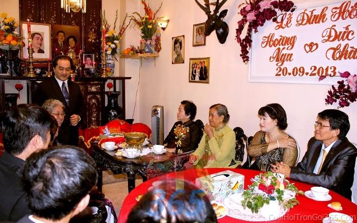 Cho thuê nhân sự làm ba mẹ cô dâu người đại diện hai họ nhà gái trong đám hỏi, lễ NDD02 : Mẫu cưới hỏi trọn gói 365 của công ty dịch vụ trang trí nhà tiệc cưới hỏi đẹp rẻ uy tín ở tại quận Tân Phú Sài Gòn TPHCM Gò Vấp