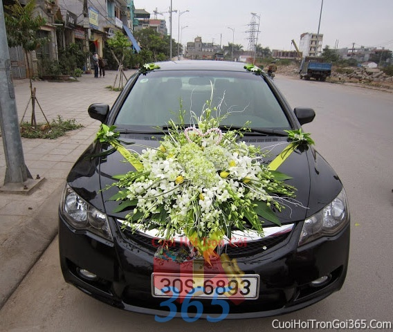 Cho thuê xe cưới 4 chỗ 7 chỗ màu đen kết hoa hoa lan trắng và cẩm tú cầu để đón rước dâu ngày đám cưới X4C15 : Mẫu cưới hỏi trọn gói 365 của công ty dịch vụ trang trí nhà tiệc cưới hỏi đẹp rẻ uy tín ở tại quận Tân Phú Sài Gòn TPHCM Gò Vấp