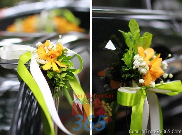Cho thuê xe cưới 4 chỗ 7 chỗ màu đen kết hoa phông lan vàng trắng để đón rước dâu ngày đám cướiX4C26 : Mẫu cưới hỏi trọn gói 365 của công ty dịch vụ trang trí nhà tiệc cưới hỏi đẹp rẻ uy tín ở tại quận Tân Phú Sài Gòn TPHCM Gò Vấp