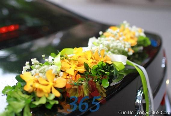 Cho thuê xe cưới 4 chỗ 7 chỗ màu đen kết hoa phông lan vàng trắng để đón rước dâu ngày đám cướiX4C27 : Mẫu cưới hỏi trọn gói 365 của công ty dịch vụ trang trí nhà tiệc cưới hỏi đẹp rẻ uy tín ở tại quận Tân Phú Sài Gòn TPHCM Gò Vấp