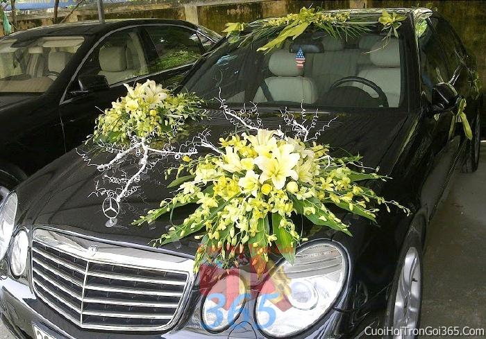 Cho thuê xe cưới 4 chỗ 7 chỗ màu đen kết màu đen hoa lan và ly vàng để đón rước dâu ngày đám cướiX4C28 : Mẫu cưới hỏi trọn gói 365 của công ty dịch vụ trang trí nhà tiệc cưới hỏi đẹp rẻ uy tín ở tại quận Tân Phú Sài Gòn TPHCM Gò Vấp