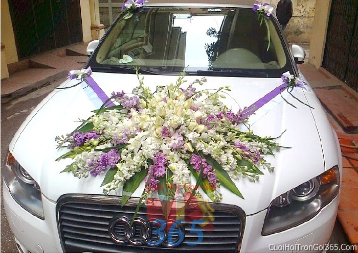 Cho thuê xe cưới 4 chỗ 7 chỗ màu trắng kết hoa hoa phong lan trắng tím để đón rước dâu ngày đám cưới X4C04 : Mẫu cưới hỏi trọn gói 365 của công ty dịch vụ trang trí nhà tiệc cưới hỏi đẹp rẻ uy tín ở tại quận Tân Phú Sài Gòn TPHCM Gò Vấp