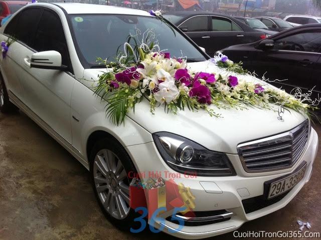 Cho thuê xe cưới 4 chỗ 7 chỗ màu trắng kết hoa phông lan trắng tím để đón rước dâu ngày đám cưới X4C08 : Mẫu cưới hỏi trọn gói 365 của công ty dịch vụ trang trí nhà tiệc cưới hỏi đẹp rẻ uy tín ở tại quận Tân Phú Sài Gòn TPHCM Gò Vấp