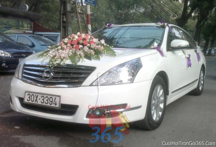 Cho thuê xe cưới 4 chỗ 7 chỗ màu trắng kết hoa tươi trắng hồng để đón rước dâu ngày đám cưới X4C09 : Mẫu cưới hỏi trọn gói 365 của công ty dịch vụ trang trí nhà tiệc cưới hỏi đẹp rẻ uy tín ở tại quận Tân Phú Sài Gòn TPHCM Gò Vấp