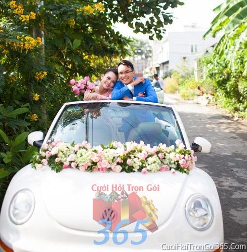 Cho thuê xe cưới 4 chỗ 7 chỗ màu trắng kết hoa tươi trắng hồngđể đón rước dâu ngày đám cưới X4C10 : Mẫu cưới hỏi trọn gói 365 của công ty dịch vụ trang trí nhà tiệc cưới hỏi đẹp rẻ uy tín ở tại quận Tân Phú Sài Gòn TPHCM Gò Vấp