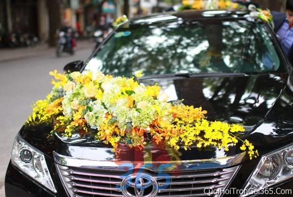 Cho thuê xe cưới 4 chỗ 7 màu đen chỗ kết hoa để đón rước dâu ngày đám cướiX4C30 : Mẫu cưới hỏi trọn gói 365 của công ty dịch vụ trang trí nhà tiệc cưới hỏi đẹp rẻ uy tín ở tại quận Tân Phú Sài Gòn TPHCM Gò Vấp