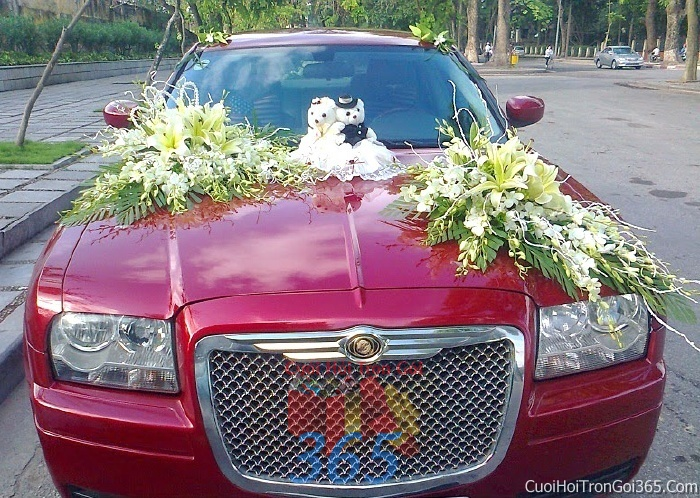 Cho thuê xe cưới 4 chỗ 7 màu đỏ tía chỗ kết hoa để đón rước dâu ngày đám cưới X4C31 : Mẫu cưới hỏi trọn gói 365 của công ty dịch vụ trang trí nhà tiệc cưới hỏi đẹp rẻ uy tín ở tại quận Tân Phú Sài Gòn TPHCM Gò Vấp