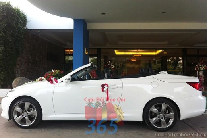 Cho thuê xe cưới 4 chỗ mui trần trắng đẹp lạ kết hoa tươi nhẹ nhàng để đón rước dâu ngày đám X4C32 : Mẫu cưới hỏi trọn gói 365 của công ty dịch vụ trang trí nhà tiệc cưới hỏi đẹp rẻ uy tín ở tại quận Tân Phú Sài Gòn TPHCM Gò Vấp