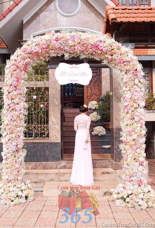 Cổng cưới hoa tươi tông màu hồng pastel kết đẹp, sang trọng từ hoa tươi và dây voan CHT06 : Mẫu cưới hỏi trọn gói 365 của công ty dịch vụ trang trí nhà tiệc cưới hỏi đẹp rẻ uy tín ở tại quận Tân Phú Sài Gòn TPHCM Gò Vấp