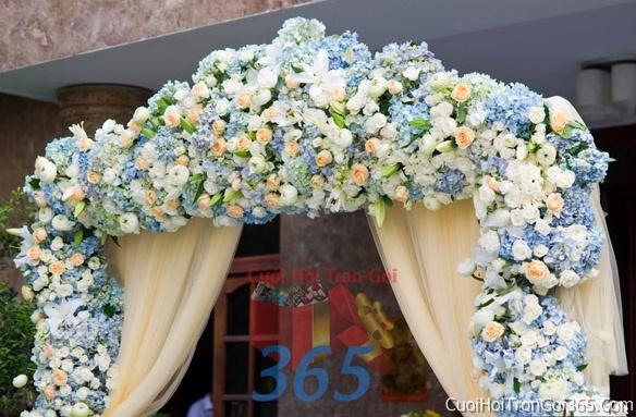Cổng cưới hoa tươi tông màu xanh lam kết đẹp, sang trọng từ hoa tươi và dây voan CHT12 : Mẫu cưới hỏi trọn gói 365 của công ty dịch vụ trang trí nhà tiệc cưới hỏi đẹp rẻ uy tín ở tại quận Tân Phú Sài Gòn TPHCM Gò Vấp