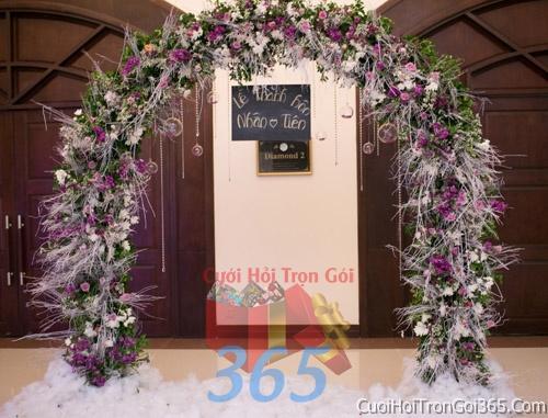 Cổng cưới hoa tươi tông trắng tím kết đẹp, sang trọng từ hoa tươi và dây voan CHT17 : Mẫu cưới hỏi trọn gói 365 của công ty dịch vụ trang trí nhà tiệc cưới hỏi đẹp rẻ uy tín ở tại quận Tân Phú Sài Gòn TPHCM Gò Vấp