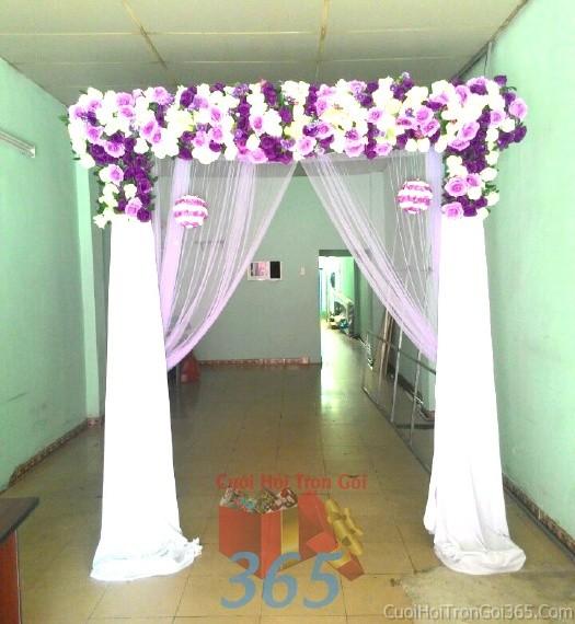 Cổng cưới hoa vải giả màu trắng tím  hình mái ngang kết từ hoa hồng lan giả, voan và trái châu cho lễ ăn hỏi, đám CHV01 : Mẫu cưới hỏi trọn gói 365 của công ty dịch vụ trang trí nhà tiệc cưới hỏi đẹp rẻ uy tín ở tại quận Tân Phú Sài Gòn TPHCM Gò Vấp