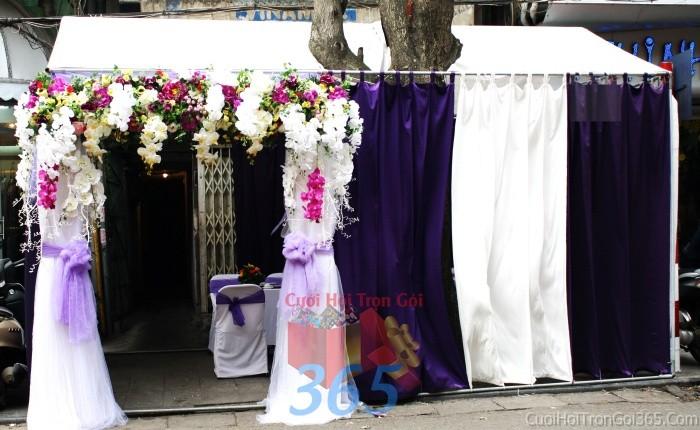 Cổng cưới hoa vải giả màu trắng tím lãng mạn hình mái ngang cho đám cưới, lễ ăn hỏi từ lan hồ điệp trắng tím rựCHV03 : Mẫu cưới hỏi trọn gói 365 của công ty dịch vụ trang trí nhà tiệc cưới hỏi đẹp rẻ uy tín ở tại quận Tân Phú Sài Gòn TPHCM Gò Vấp