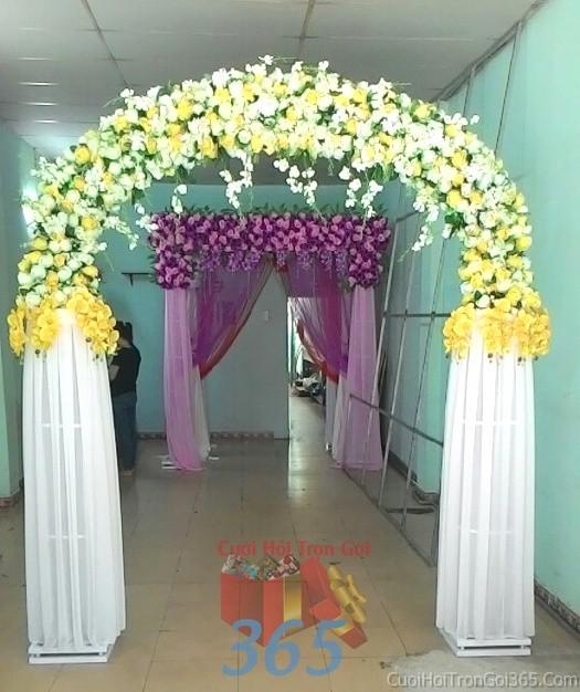 Cổng cưới hoa vải giả màu trắng vàng hình mái cong kết từ hoa hồng lan giả và voan cho lễ ăn hỏi, đám CHV04 : Mẫu cưới hỏi trọn gói 365 của công ty dịch vụ trang trí nhà tiệc cưới hỏi đẹp rẻ uy tín ở tại quận Tân Phú Sài Gòn TPHCM Gò Vấp