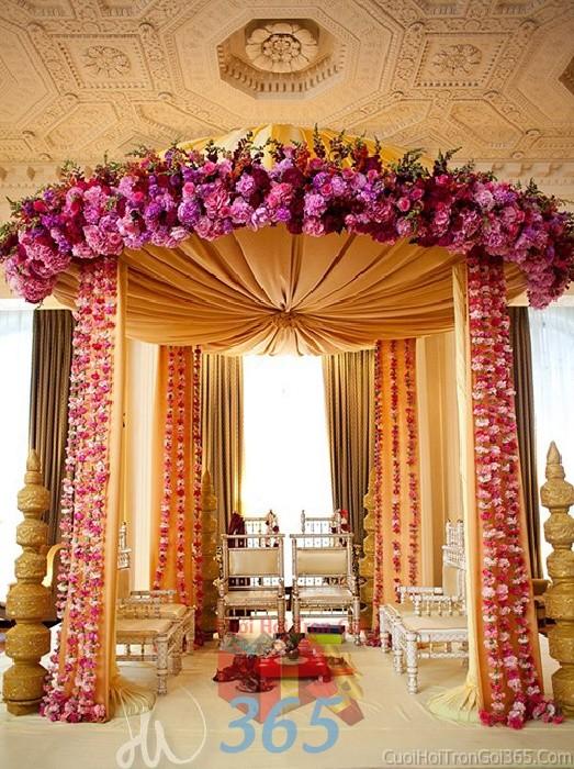 Cổng cưới kết hoa tươi tông tím hồng huyền ảo  từ hoa tươi thắm cho lễ ăn hỏi, đính hôn, đám CHT34 : Mẫu cưới hỏi trọn gói 365 của công ty dịch vụ trang trí nhà tiệc cưới hỏi đẹp rẻ uy tín ở tại quận Tân Phú Sài Gòn TPHCM Gò Vấp
