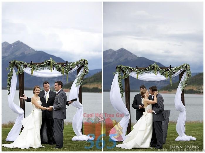 Cổng cưới kết hoa tươi tông trắng nhẹ nhàng từ vải voan và lá cây cho tiệc cưới, đám cưới ngoài CHT25 : Mẫu cưới hỏi trọn gói 365 của công ty dịch vụ trang trí nhà tiệc cưới hỏi đẹp rẻ uy tín ở tại quận Tân Phú Sài Gòn TPHCM Gò Vấp