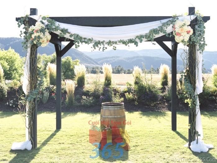 Cổng cưới kết hoa tươi tông trắng xanh từ hoa lá kết tự nhiên, cá tính cho lễ ăn hỏi, đính hôn, đám CHT32 : Mẫu cưới hỏi trọn gói 365 của công ty dịch vụ trang trí nhà tiệc cưới hỏi đẹp rẻ uy tín ở tại quận Tân Phú Sài Gòn TPHCM Gò Vấp