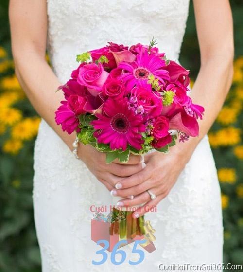 Hoa cầm tay cô dâu tông màu hồng kết đẹp, dễ thương cho ngày lễ ăn hỏi, tiệc đám cưới HC17 : Mẫu cưới hỏi trọn gói 365 của công ty dịch vụ trang trí nhà tiệc cưới hỏi đẹp rẻ uy tín ở tại quận Tân Phú Sài Gòn TPHCM Gò Vấp