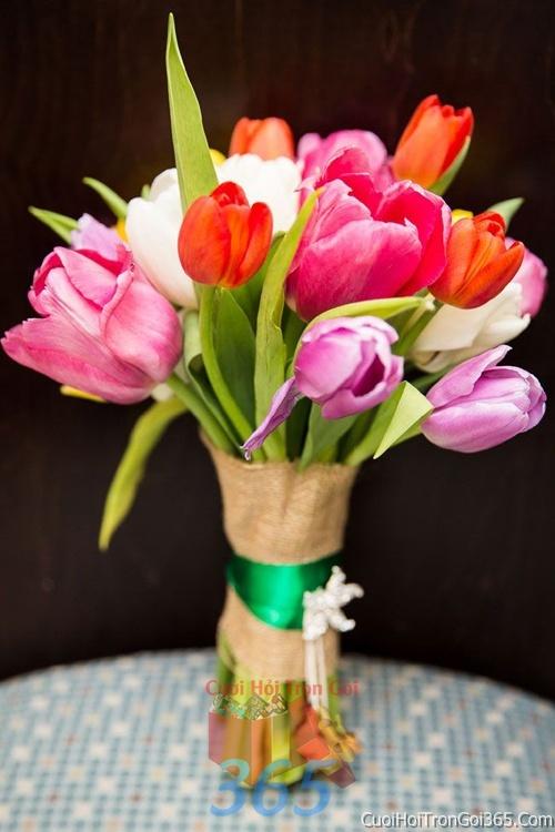 Hoa cầm tay cô dâu tông màu hồng kết đẹp, dễ thương cho ngày lễ ăn hỏi, tiệc đám cưới HC18 : Mẫu cưới hỏi trọn gói 365 của công ty dịch vụ trang trí nhà tiệc cưới hỏi đẹp rẻ uy tín ở tại quận Tân Phú Sài Gòn TPHCM Gò Vấp