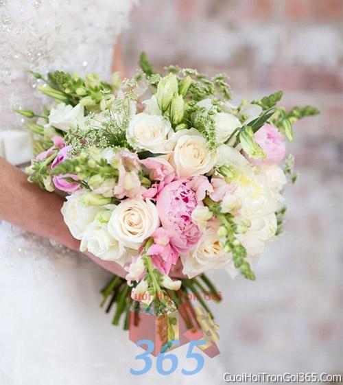 Hoa cầm tay cô dâu tông màu hồng kết đẹp, dễ thương cho ngày lễ ăn hỏi, tiệc đám cưới HC20 : Mẫu cưới hỏi trọn gói 365 của công ty dịch vụ trang trí nhà tiệc cưới hỏi đẹp rẻ uy tín ở tại quận Tân Phú Sài Gòn TPHCM Gò Vấp